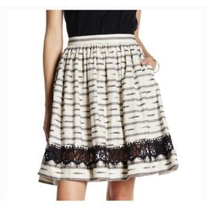 ALICE & OLIVIA Maizy Lace Black Trim Skirt Sz 2
